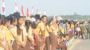 Anak Sekolah Ditapal Batas Ikut Andil dalam Acara Pelepasan Tim pengibar bendera dalam Rangka Peringatan HUT Proklamasi Republik Indoensia 17 Agustus 2016