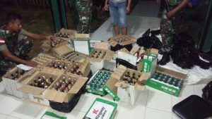 Barang Bukti Miras Ilegal asal malaysia yang diamankan Satgas Yonif 131/Brs Entikong